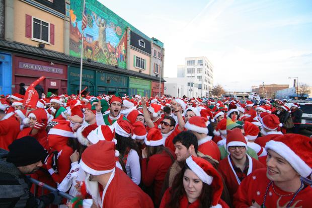 Running-of-the-Santas-in-Philadelphia